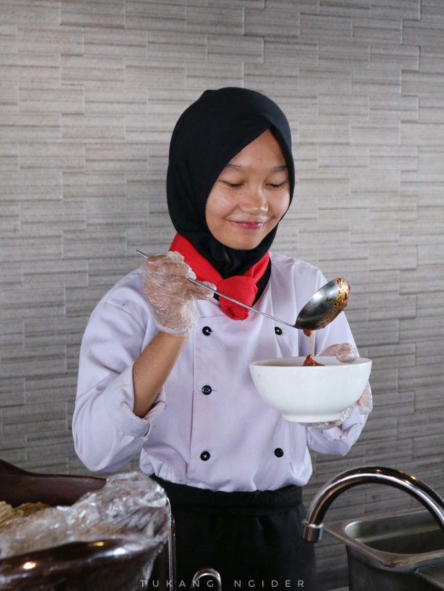 Tukang Ngider - Swiss Belhotel Cirebon - Breakfast Sarapan - Mie Ayam (2)