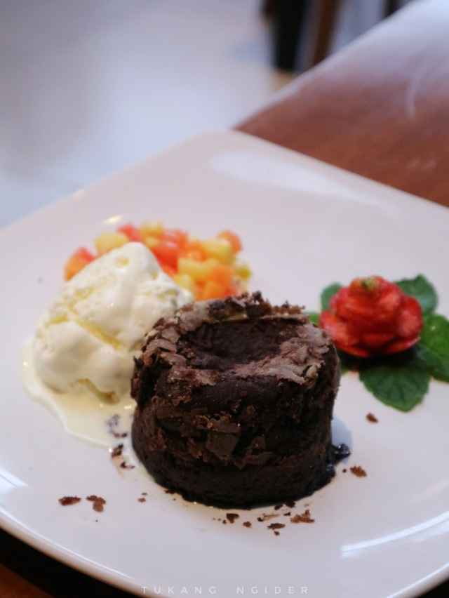 Tukang Ngider - Neo Hotel Dipatiukur Bandung - Ala Carte Menu - Chocolate Lava Cake